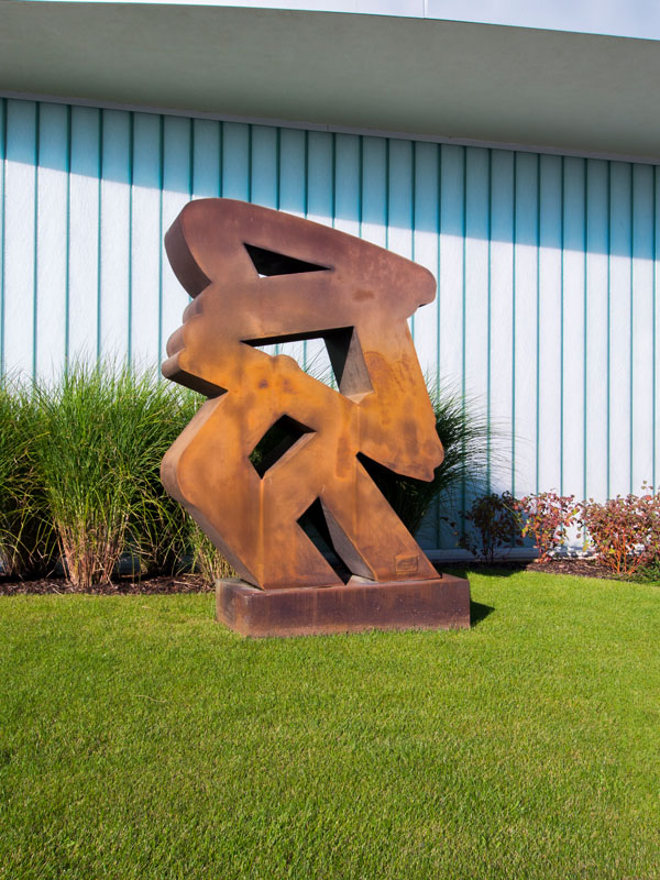 Sam Francis (USA) – Untitled | 1979 | corten steel | 195 cm